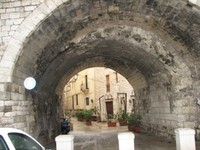 Arch_into_the_old_town_bari